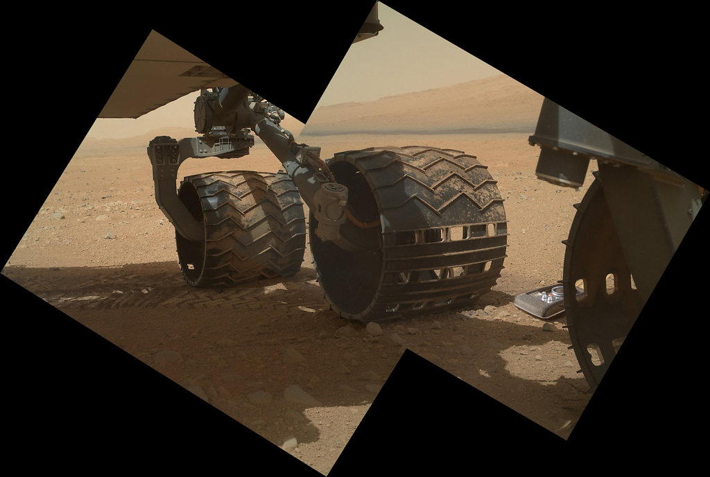 mars-curiosity-wheel-with-Communicator.jpg