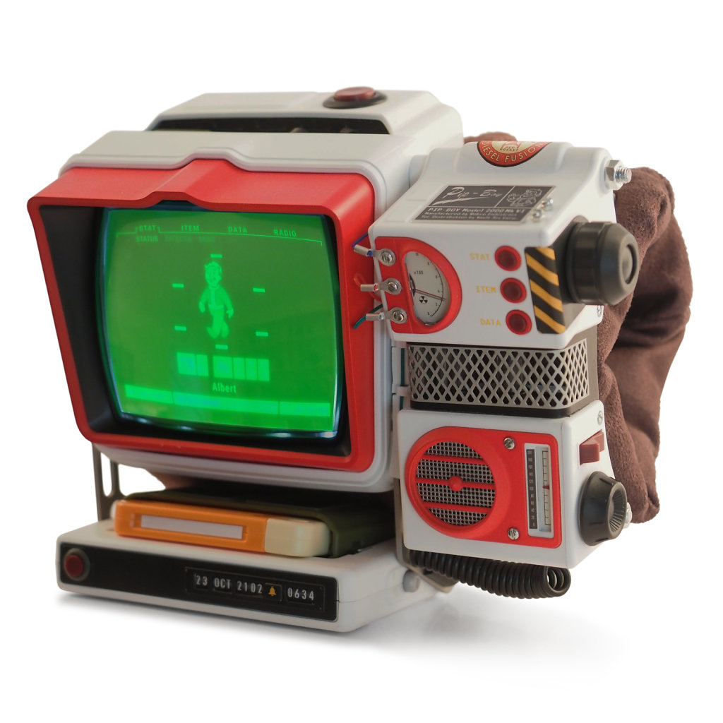 Red-Rocket-Pip-Boy-with-display-on-3x3kpx.jpg