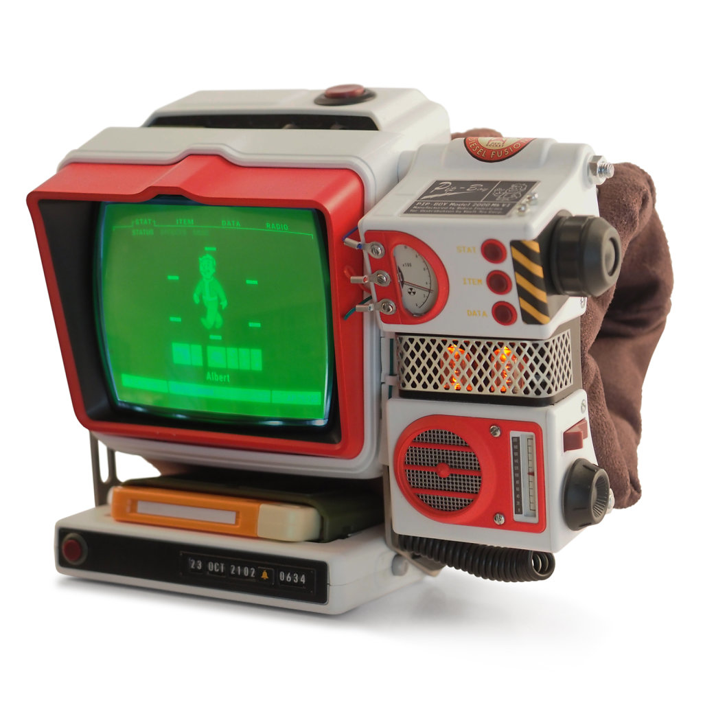 Red-Rocket-Pip-Boy-with-radio-upgrade-3kx3kpx.jpg